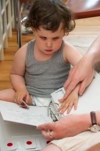 Vorbereitung auf die Blindenschrift: Übungen zur Sensibilisierung der Finger bis zum Erkennen der sechs Braille-Punkte