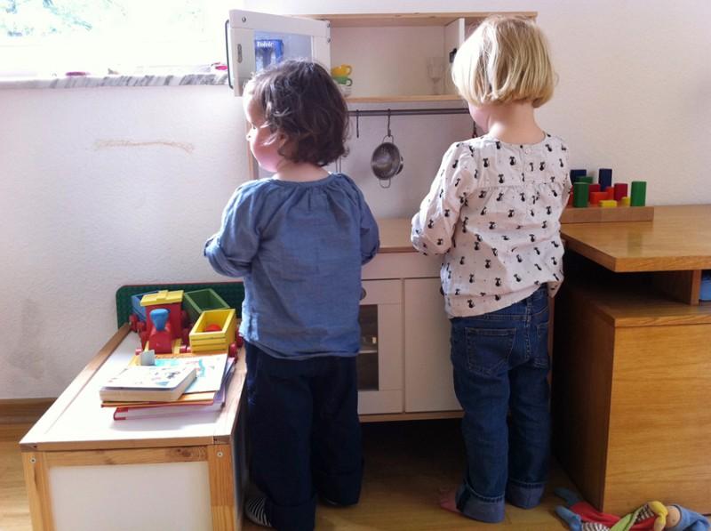 Wenn blinde Kinder miteinander spielen, hört es sich oft realitätsnäher an, als es ihren den Köpfen möglich ist.