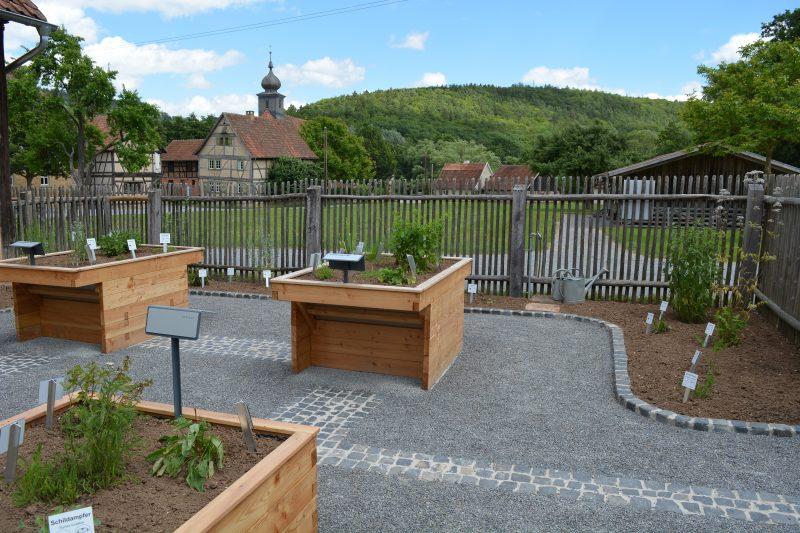Blick in den Kräutergarten-Foto - Patricia Linsenmeier