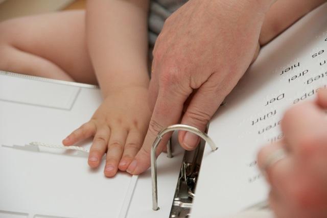 Kinderhände lieben Braille